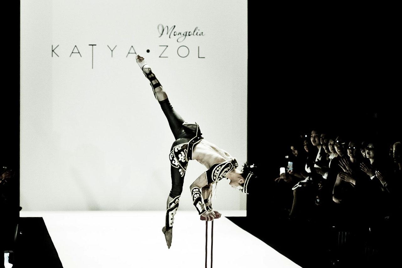 KatyaZol-acrobat3